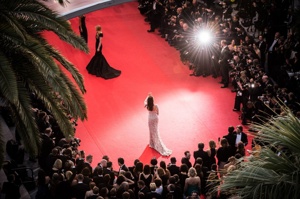 https://static-ssl.businessinsider.com/image/555b7eb0eab8ea12168b456b-960-720/celebrities-and-models-attend-red-carpet-movie-premieres-where-hundreds-of-paparazzi-await-their-arrival.jpg